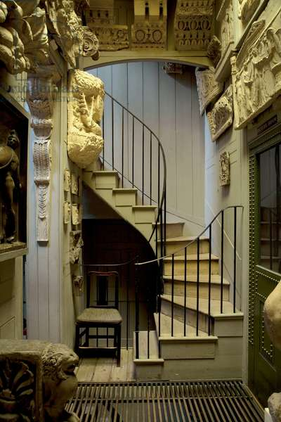 Wooden staircase from the Museum Corridor to Soane's Students' Room on the mezzanine, Sir John Soane's Museum, London (photo)