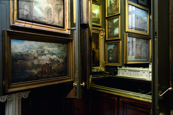 The Picture Room with planes half open to reveal the Picture Room Recess, Sir John Soane's Museum, London (photo)