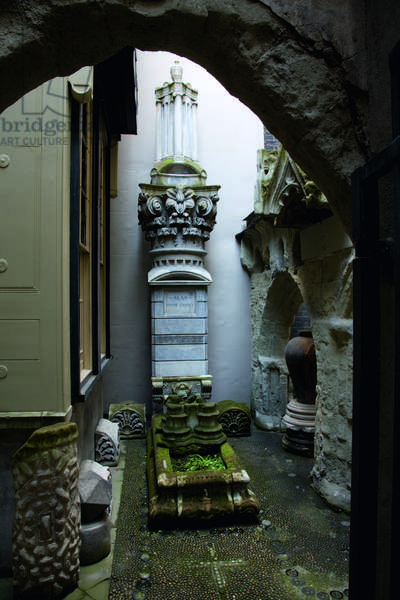 The Monk's Yard looking towards Fanny's tomb, Sir John Soane's Museum, London (photo)