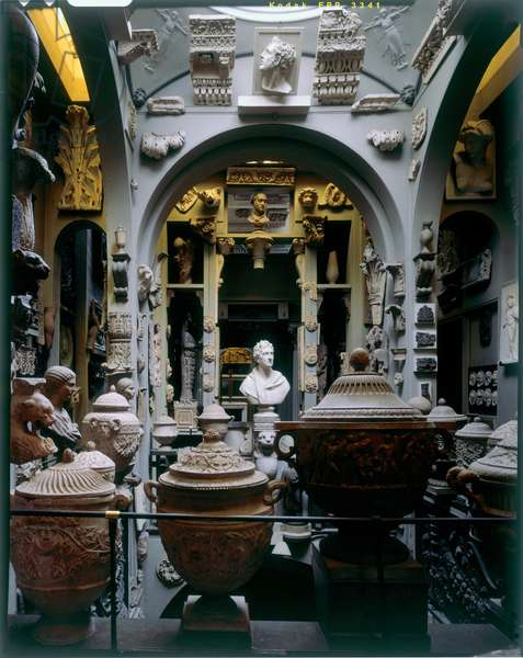The Dome, with Sir Francis Chantrey's bust of Sir John Soane surrounded by cinerary urns and sculptural fragments, Sir John Soane's Museum, London (photo)