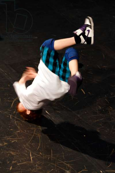Boy head spinning in a Hip Hop