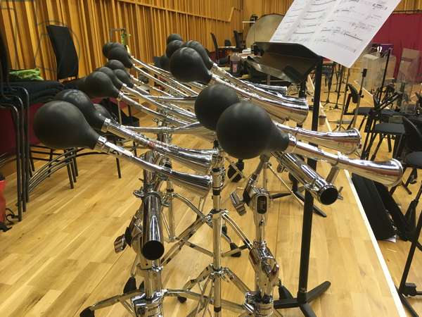 Hornophone, collection of car horns laid out like a piano keyboard. (photo)