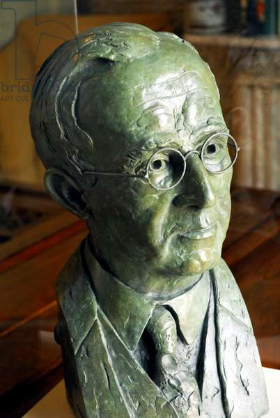 Bronze bust of Gustav Holst by Maurice Juggins