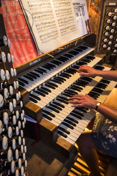 Guildford Cathedral,  organ