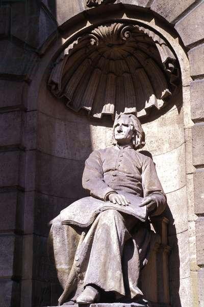 LISZT Ferencz - statue