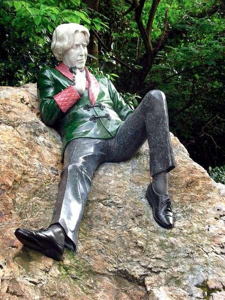 Oscar Wilde - reclining