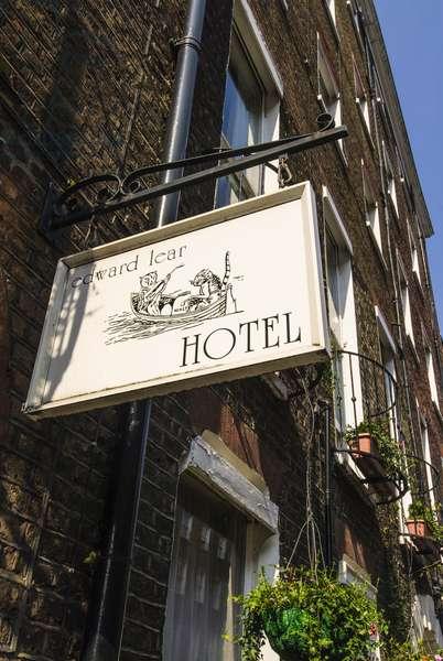 Edward Lear hotel