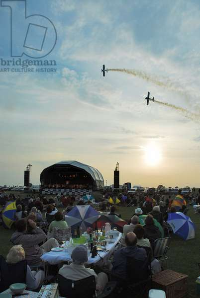 Airfield concert - people