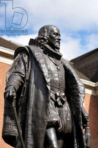 Francis Bacon statue