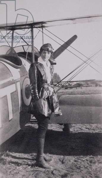Amelia Earhart (1897-1937) next to the McLintic bi-plane, c.1922 (b/w photo)