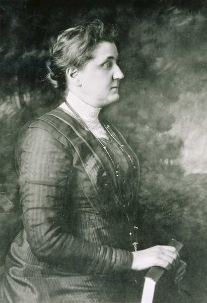 Jane Addams holding a book, 1913 (b/w photo)