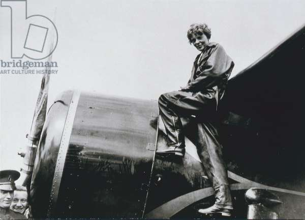 Amelia Earhart, 1932 (b/w photo)