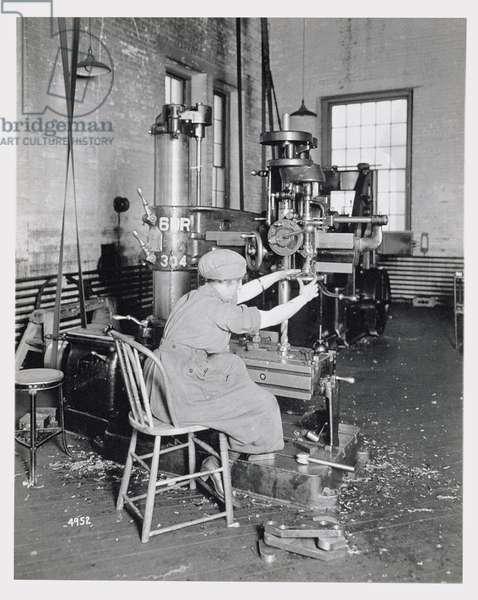 Female worker in a factory during World War One, c.1917 (b/w photo)