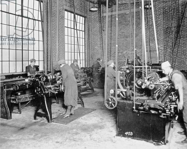 Women working in a factory during World War One, c.1917 (b/w photo)