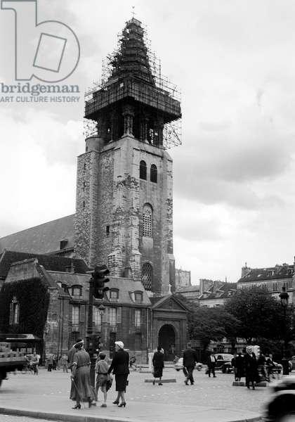 Saint Germain des Pres (b/w photo)