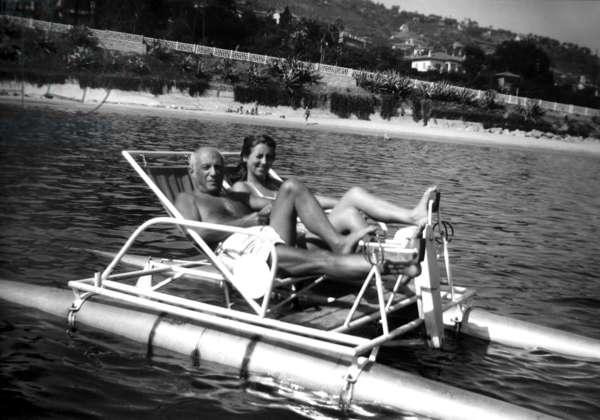 Pablo Picasso et Francoise Gilot (b/w photo)