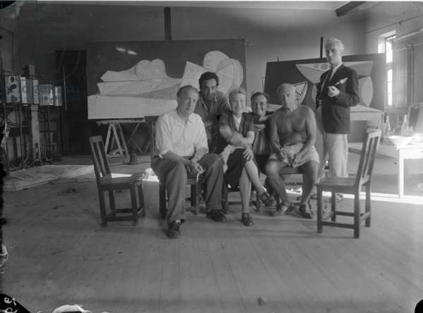 Picasso in his studio, at the Chateau Grimaldi in Antibes, 1946 (b/w photo)