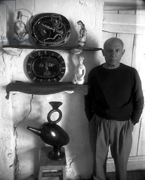 Pablo Picasso (b/w photo)