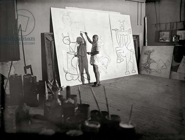 Picasso and the Triptych, 1946 (b/w photo)