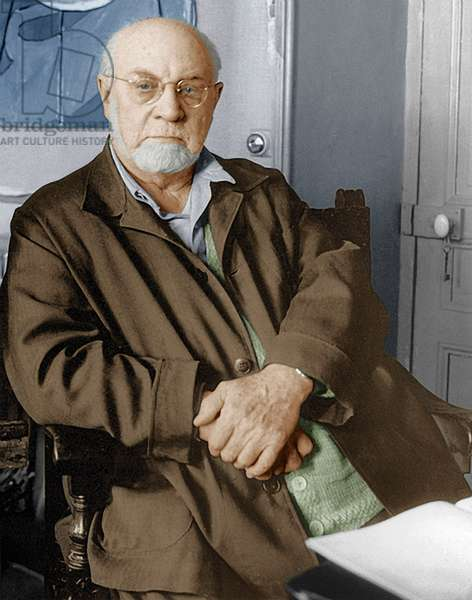 Henri Matisse in his Villa le Reve in Vence, 1948 (photo)