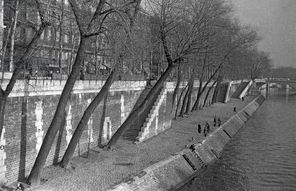 The banks of the Seine river, Paris, France, 1950-59 (b/w photo)