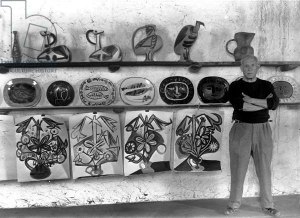 Pablo Picasso in Vallauris, in Madoura workshop, c.1948 (b/w photo)