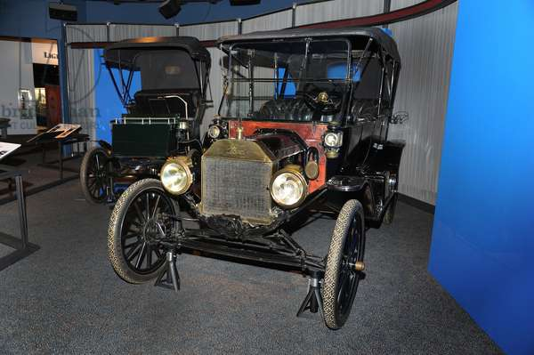 Electrifying Cars exhibit with the 1904 Columbia Mark LX and 1913 Ford Model T (photo)