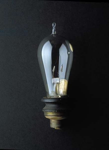 Lightbulb (glass & brass fittings)