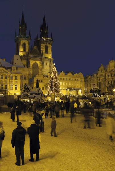 Old Town Square and the Church of Our Lady before Týn, Prague, Czech Republic (photo)