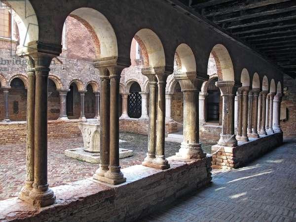 Romanesque cloister of Sant'Apollonia, Venice (photo)
