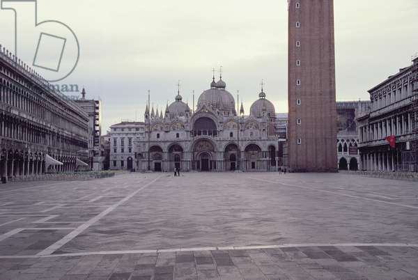 Basilica and Piazza San Marco at Dawn (photo)
