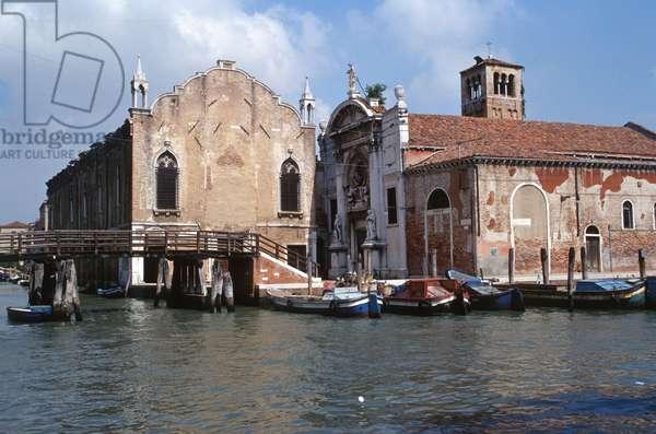 Scuola Vecchia della Misericordia and the deconsecrated church of Santa Maria della Misericordia (photo)