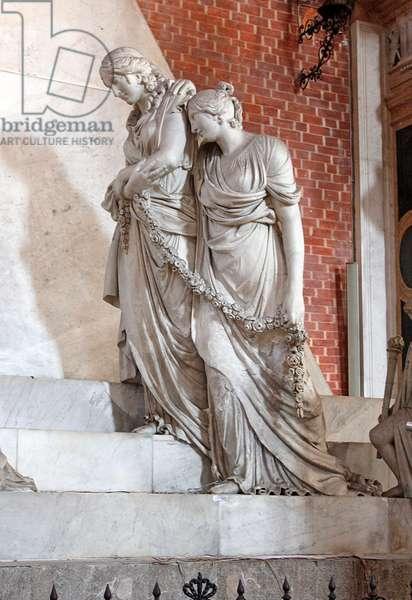 Figures representing Painting and Architecture, on the funerary monument and tomb of Antonio Canova, Santa Maria Gloriosa dei Frari, Venice (photo)