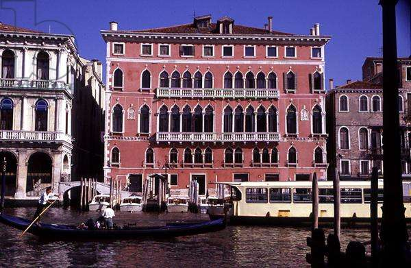 Palazzo Bembo on the corner of the Grand Canal and the Rio di San Salvador, near Rialto (photo)