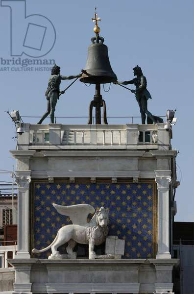 Bronze bell and the Lion of St Mark, Piazza San Marco, Venice (photo)