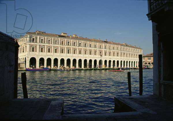 Fabbriche Nuove di Rialto on the Grand Canal at Rialto, begun in 1552 (photo)