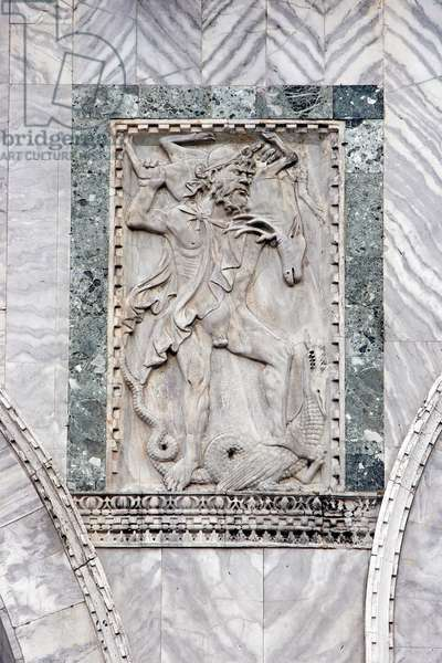Hercules and Hydra, relief on the west facade of the Basilica of San Marco, Venice (photo)