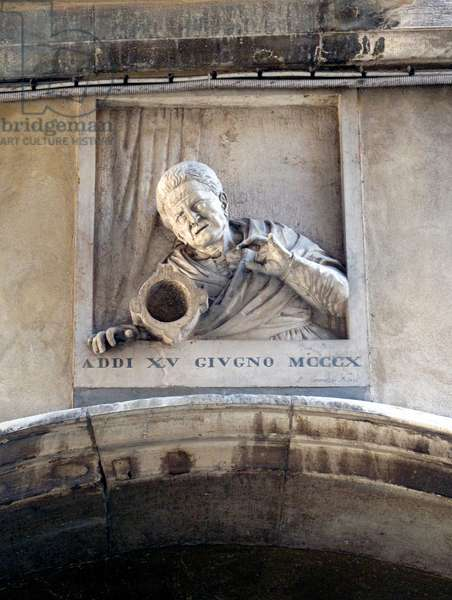 Carving of Giustina Rossi pushing over the mortar that killed the standard-bearer of Bajamonte Tiepolo on the occasion of his conspiracy, June 1310, the Frezzeria, Venice (photo)