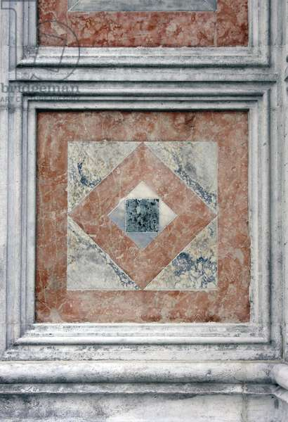 Marble panel on the facade (photo)