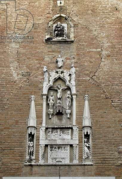 Relief Sculptures on the Facade (photo)