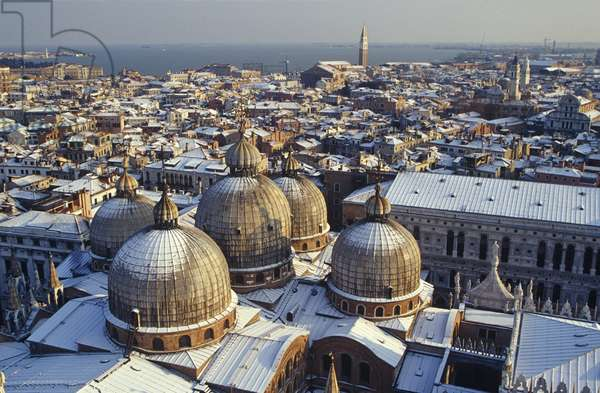 View of the city in snow, from the campanile across the domes of the Basilica (photo)