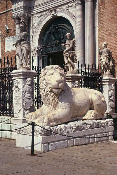 Greek statue of a lion at the entrance, brought from Piraeus by Admiral Francesco Morosini in 1692 (photo)