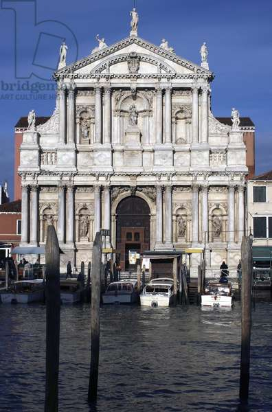 View across the Grand Canal towards the Church of the Scalzi, facade built in 1672-80 (photo)