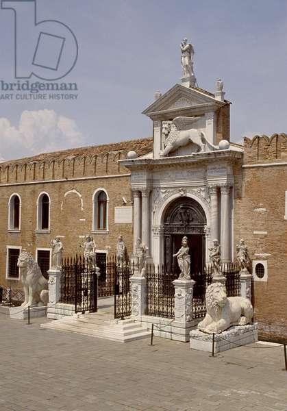Renaissance gateway to the Arsenal (photo)