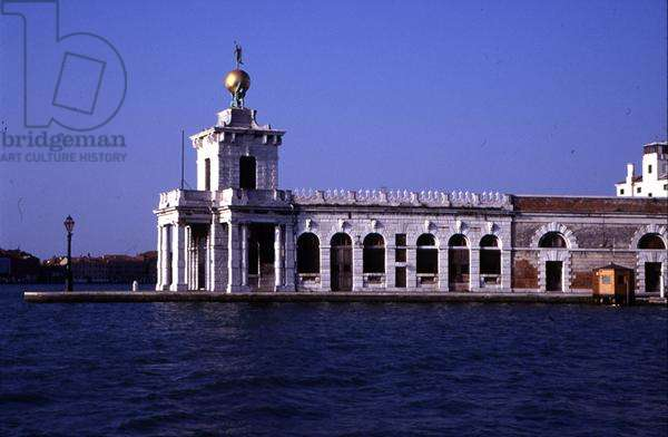 View of the Dogana di Mare, built by Giuseppe Benoni in 1676-82 (photo)