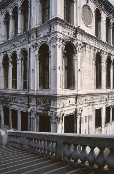 Corner of the Palazzo dei Camerlenghi, restored by Guglielmo dei Grigi (Il Bergamasco) in 1523-25 (photo) (see also 149928)