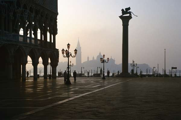 View at dawn towards San Giorgio Maggiore (photo)