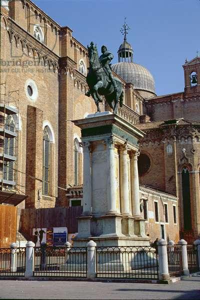 The equestrian monument to Bartolomeo Colleoni (c.1400-75), designed by Andrea del Verrocchio (1435-88), cast by Alessandro Leopardi (d.1522) in 1490, and the church of Santi Giovanni e Paolo (San Zanipolo) behind (photo)