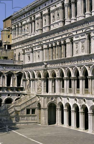 The Scala dei Giganti on the east side of the courtyard, commissioned in 1485 (photo)