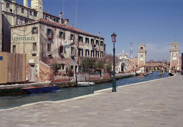 Houses on the Rio dell'Arsenale (photo)